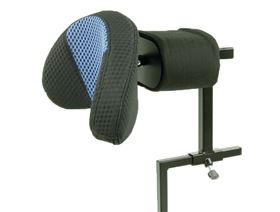 Headrest mounting with range of spring